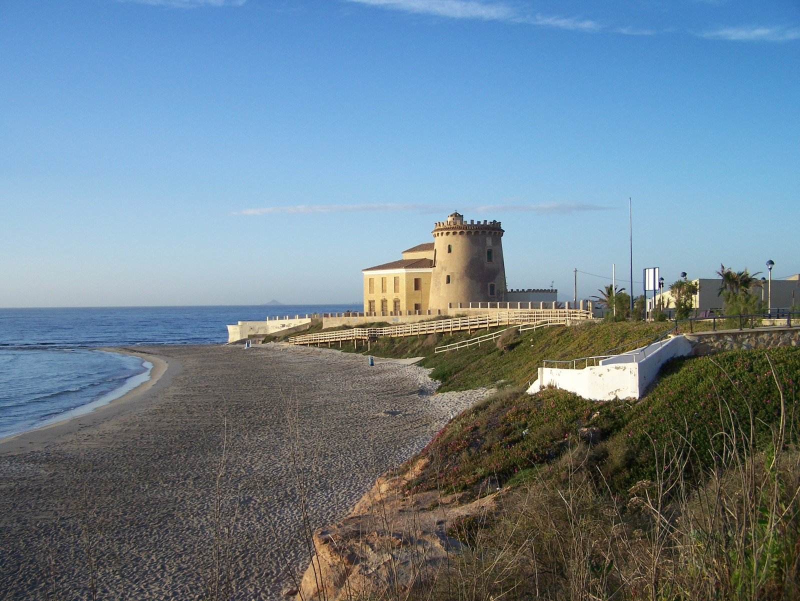 http://www.med-properties.com/wp-content/uploads/2014/05/playa-del-conde-LA-TORRE